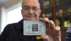 بعد 53 عاماً من فقدانها... رجل يستعيد محفظته!