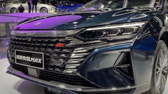 شركة Dongfeng الصينية استعرضت إحدى أكثر سيارات السيدان فخامة وتميزا