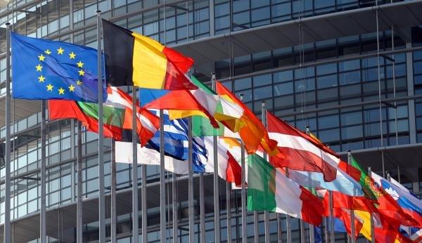 المفوضية الأوروبية: الإتحاد الأوروبي يبدأ توزيع أول مدفوعات صندوق التعافي الإقتصادي