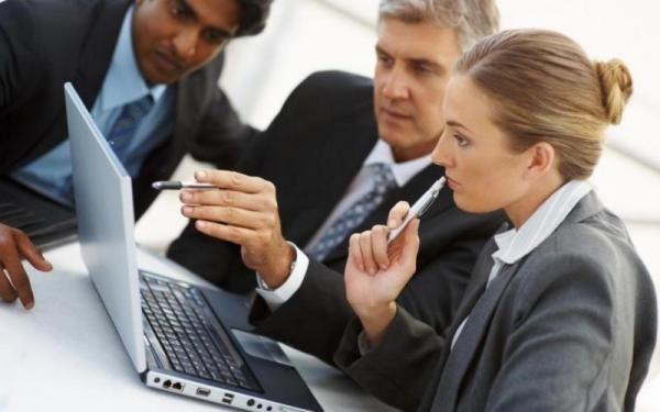 كيف يمكن للفرد تولي مهام قائد فريق العمل؟