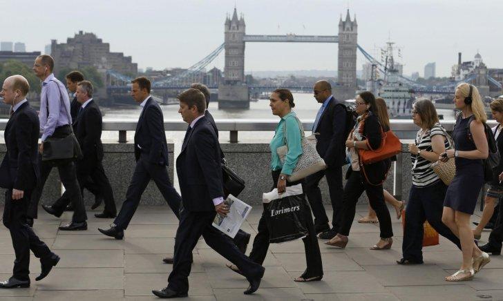 تراجع النمو السكاني البريطاني يهدد العائدات الضريبية.. 50 ألفا يغادرون البلاد شهريا