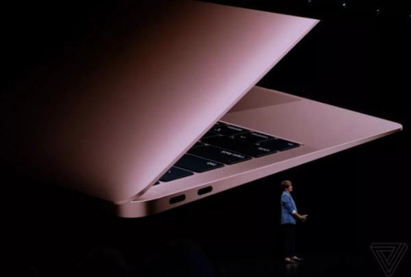 """""""آبل"""" تدرس إصدار جهاز """"ماك بوك إير"""" بحجم شاشة صغيرة في 2022"""