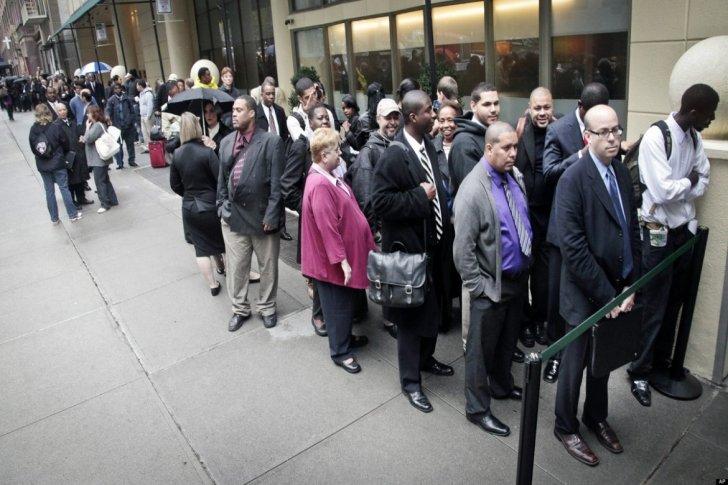 وزارة العمل الأميركية أعلنت انخفاض طلبات إعانات البطالة