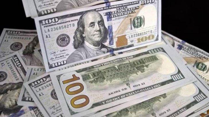 الدولار الأميركي يوسّع مكاسبه أمام العملات الرئيسية