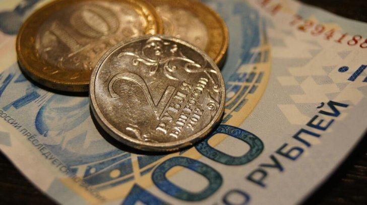 الروبل الروسي يهبط 0.4% متضررا من تراجع أسعار النفط