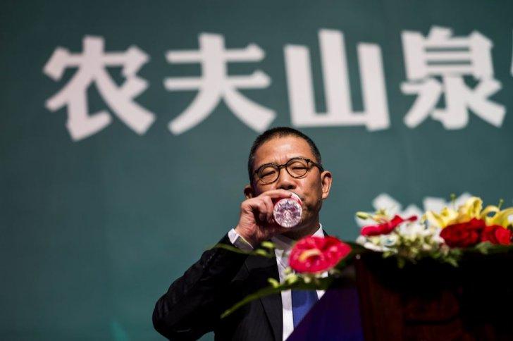 تشونغ شانشان.. من بيع الماء إلى أغنى رجل في آسيا