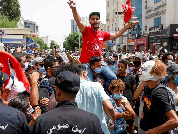 """""""تريدويب"""": انخفاض حاد في سندات تونس الدولارية مع تصاعد الأزمة السياسية"""