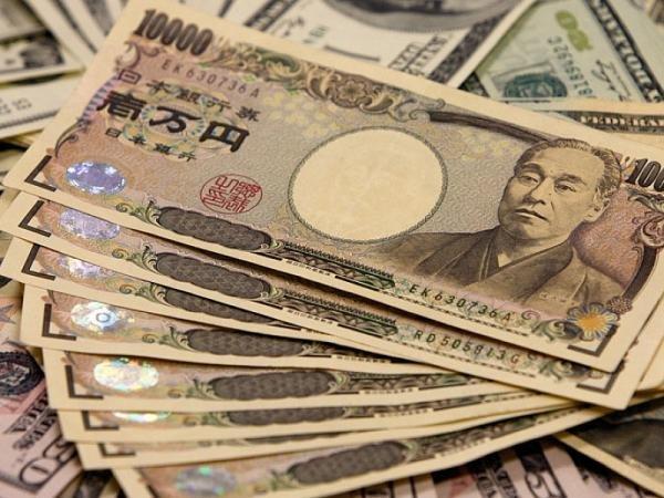 """""""بنك أوف أميركا"""": الين الياباني قد يشهد خسائر وتقلبات مع مخاطر سياسية"""