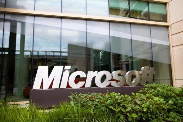 """""""ذا فيرج"""": """"مايكروسوفت"""" تعتزم منح موظفيها مكافأة بقيمة 1500 دولار"""