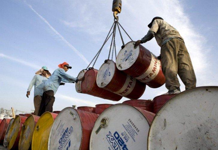 النفط يهبط للجلسة الرابعة ويخسر 7% من قيمته في أسبوع